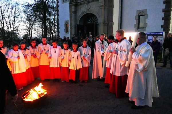 Osterfeuer vor der Osternachtmesse 2017