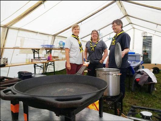 Zuständige für die EN-Dorfküche: M. Graffmann, R. Hocke und M. Hocke