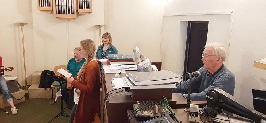 Während der Probe am 1. Juni2021, an der Orgel Karl Josef Nüschen