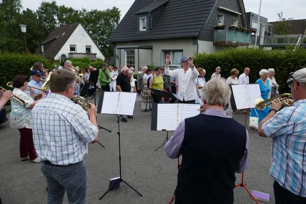 Musikalische Prozessionsbegleitung durch den ev. Posaunenchor