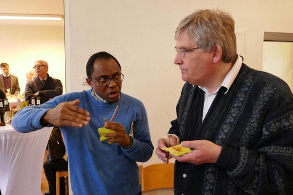 Father Dominik Ekweariri  aus St. Josef und Pfarrer Bracht von der ev. Gemeinde
