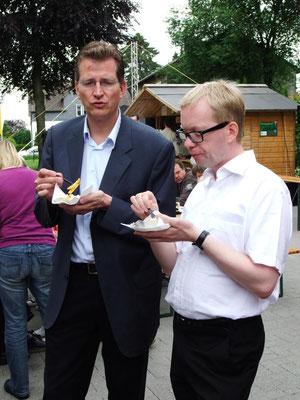 Burkhard Schmelz beim Gemeindefest 2012 mit MdB Ralf Brauksiepe