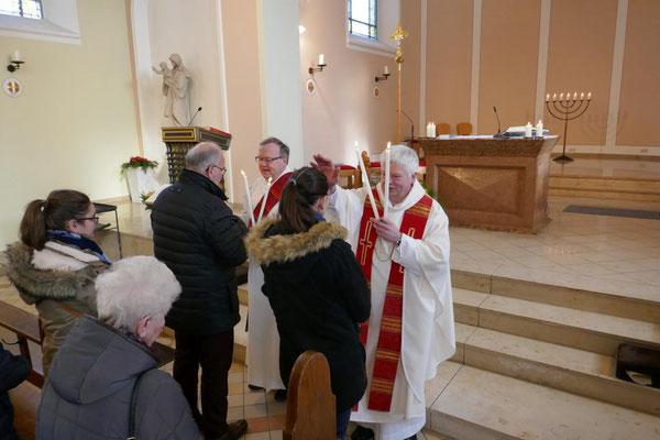 2019: Pastor Wieland Schmidt und Diakon Thomas Becker spenden den Blasiussegen