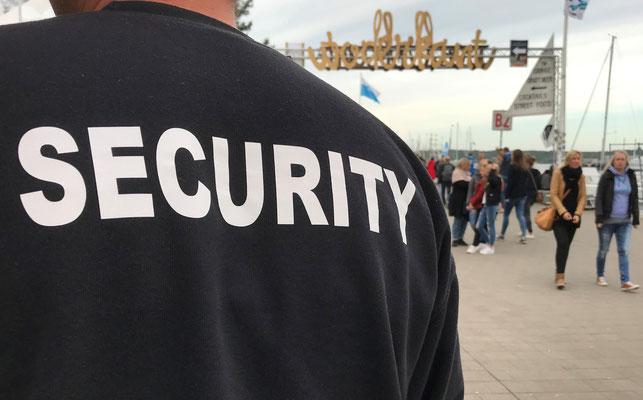 LEDERER_training | Sicherheits-Mitarbeiter im öffentlichen Raum - hier: Spiellinie bei der Kieler Woche 2018 | Copyright: Jan Lederer