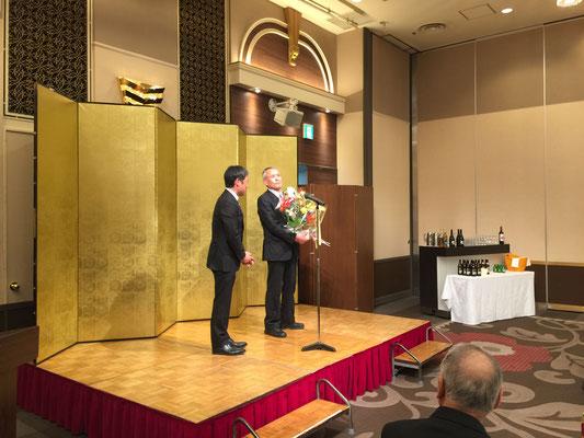 会員 塙重徳氏の『卓越した技能者受賞』を皆でお祝いいたしました
