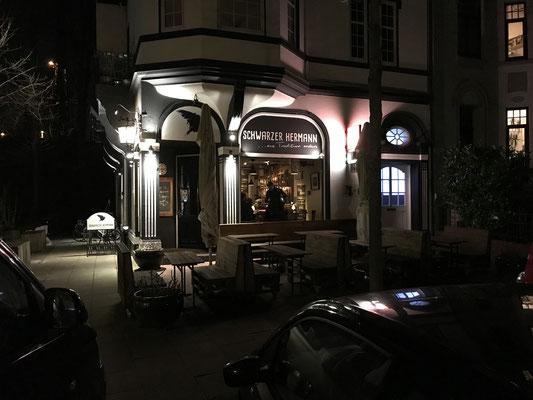 Der Schwarze Herrmann in Bremen bei Nacht.