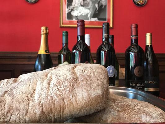 Brot und Wein das gehört zusammen.