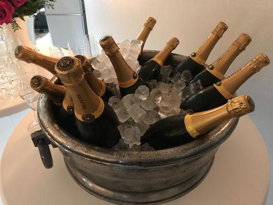 Champagner von Drappier in Eis gekühlt