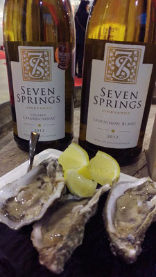 Leckere Austern mit einem Weissen Wein von Seven Springs