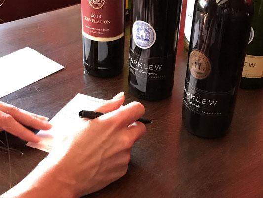 Geschmacksnotizen bei einer Weinprobe