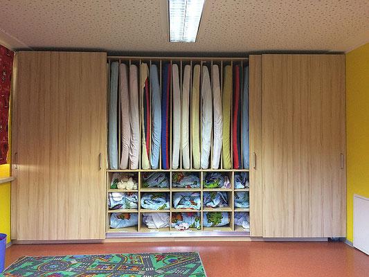 Kindergarten Matratzenschrank