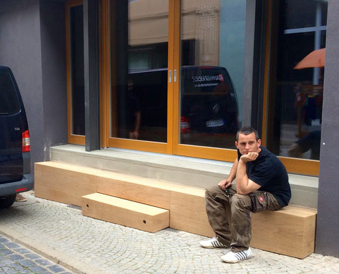 Holzbank Cafe Fama