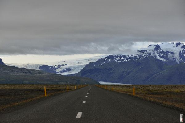 Road to Svinafellsjokull Glacier