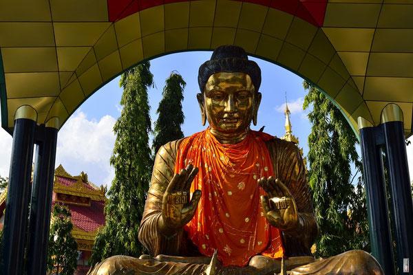 Buddha statue at Botataung Pagoda [Yangon/Myanmar]