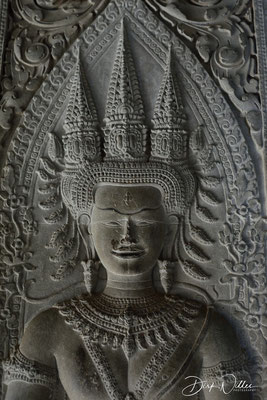 Another apsara carving