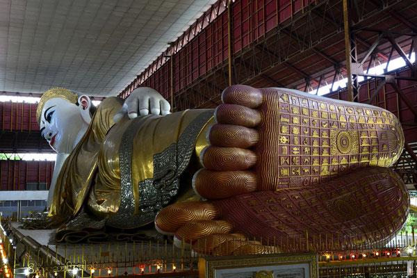 Reclining Buddha at Chauk Htat Gyi Pagoda / Chaukhtatgyi Buddha Temple [Yangon/Myanmar]