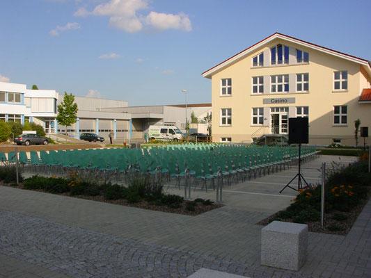 Kinobestuhlung Empfang - Gästeparkplatz vor dem RIZ