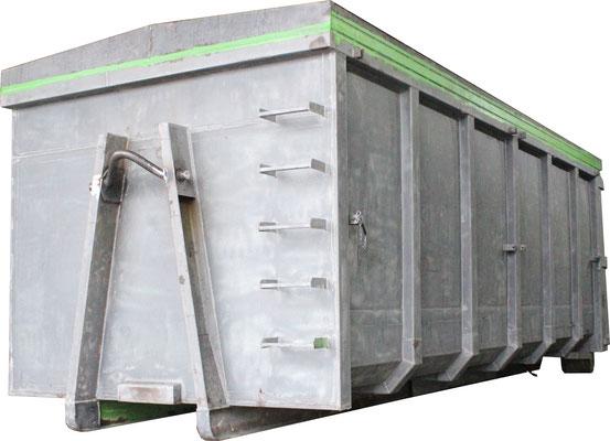 Entrosteter, gesäuberter Container nach dem Sandstrahlen