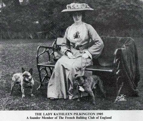 Lady Kathleen Pilkington ist ein Gründungs Mitglied Französische Bulldoggen Club England 1905