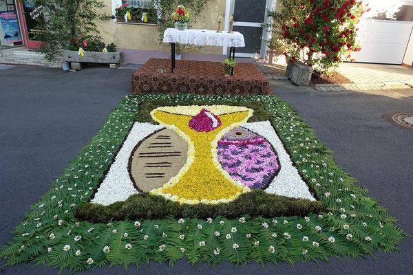 """Blumenteppich Fronleichnam 2017 """"Am Bühl"""""""