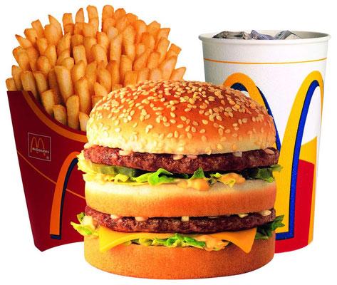 Un menu cinéma : chips, guacamole, hamburger, frites, glace au chocolat, pop corn