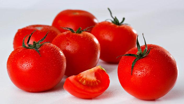 Tomate, rapportée du Mexique vers 1544, introduite en Italie dès 1550