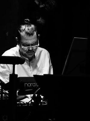Georg Henke/keys - The Golden Harp, wien 2017