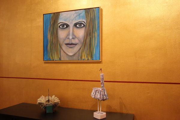Porträt und Buchfaltungen im Ausstellungsraum/Café Sterntal
