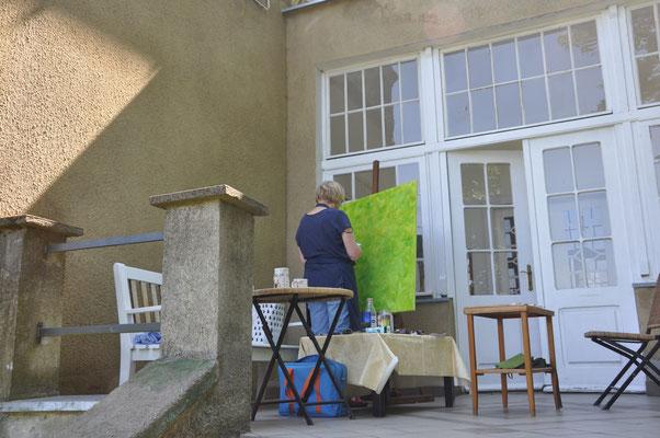Malen auf der hinteren Terrasse