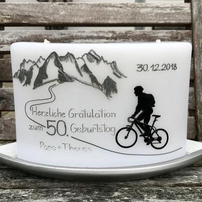 Geburtstagskerze für Biker mit schweizer Berge Eiger, Mönch und Jungfrau. Bogenkerze