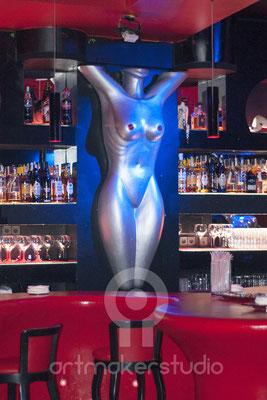 Cuerpo desnudo de mujer. Escultura en porex, fibra de vidrio y resina. Encuentros, Madrid 2015
