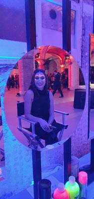 Maquillajes luminosos de luz negra Barcelona evento PUIG