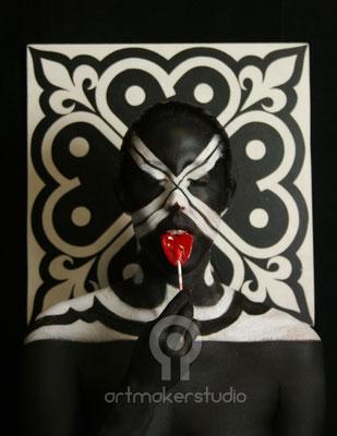 Mimetizacíón sobre cuadro corazones Blanco-Negro