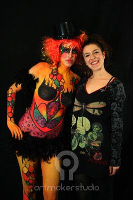la alumna y la modelo - maquillaje corporal