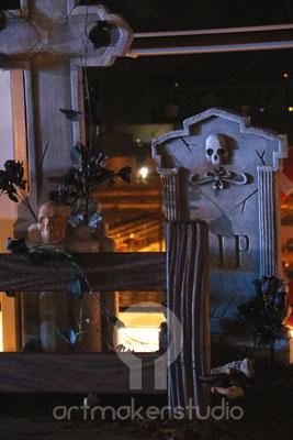 Detalle Cementerio Pirata . Fiesta Pirata para Crucero Roma-Barcelona