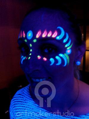Maquillaje Facial fantasia ultravioleta.  Fluor Party Teatro Barceló Madrid