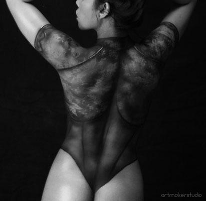 maquillaje corporal de lencería de encaje negro