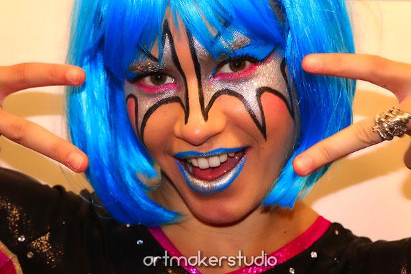 Maquillaje facial antifaz plata Kiss
