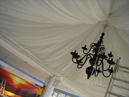 montaje de telas y lámparas Café del Mar Valencia