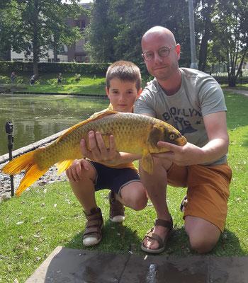 Thijs Frissen (9 jr.) met zijn mooie schub, Keelkamp (19-07-2021)
