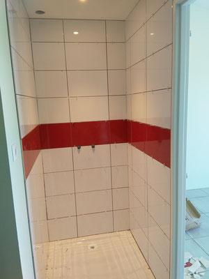 Réalisation salle de bain en 2 couleurs de céramique