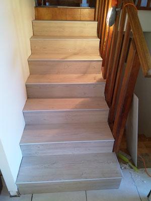 escalier rénové avec pose carrelage encollé