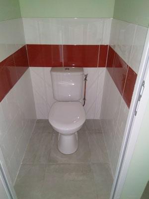 WC carrelé comme la salle e bains