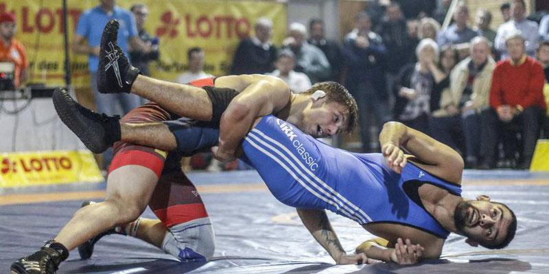 Trotz lädierten Knies gewann Roman Asharin (li) technisch überhöht. hbz/Judith Wallerius