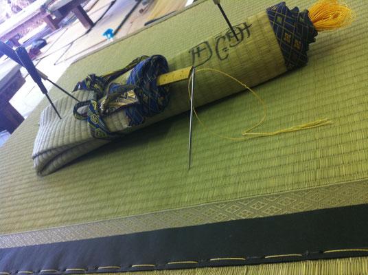 福岡県 小郡市 畳の手縫い作業風景 徳田畳襖店