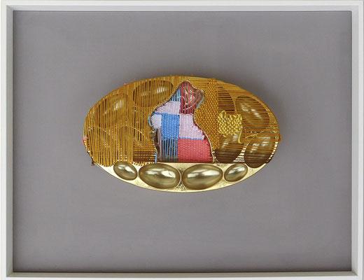"""aus der Serie """"Hüllen füllen Hüllen"""", 2017, Technik: Objekt, Verpackung bestickt, Größe: 13,5 cm x 23 cm x 4 cm / 33 cm x 43 cm x 3,5 cm (incl. Rahmen)"""