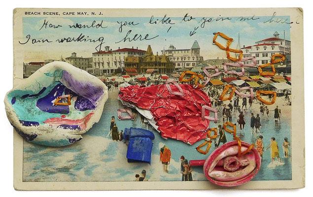 """aus der Serie """"Schöne Grüße vom Strand"""", 2018, Technik: Collage, bestickt, Größe: 13 cm x 20 cm / 24 cm x 30 cm x 3,5 cm (incl. Rahmen)"""