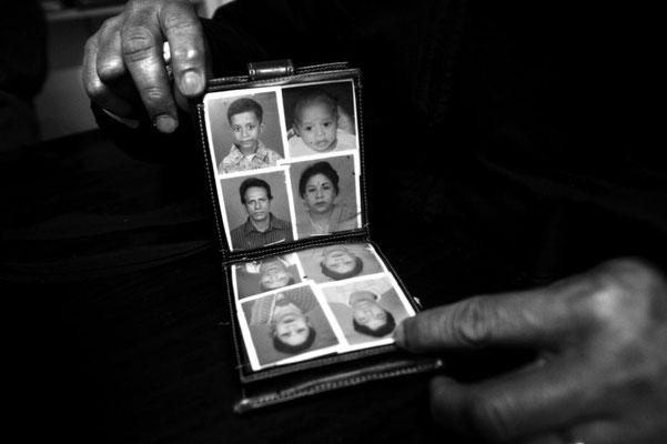 Babul shows photos of his family. The wife Mary Begum is dead one year before throwing herself with the little son throught the window of her 4th floor burning apartment in Esquilino. Fifteen immigrants used to illegally share this small three rooms flat.