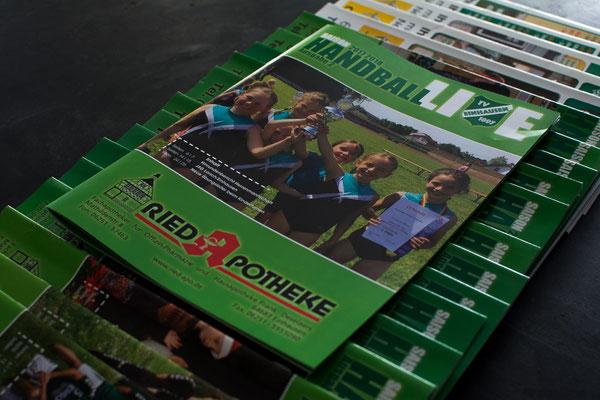 """Vereinszeitung """"HandballLive"""", DinA4-Format, 32 Seiten, in farbiger Bilderdruckqualität I TVE"""