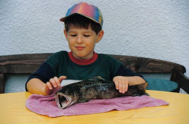 Juni 93-der kleine Hannes und die große Forelle!